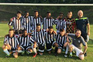 BIK-Fußballmannschaft beim Freundschaftsspiel gegen Teising-Tüßling